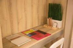 Petite table de travail photo libre de droits