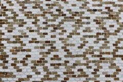 Petite texture blanche et verte, brune de mur de tuile Images libres de droits