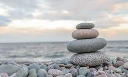 Petite tour de pierre de zen Photos stock