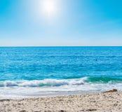Petite vague dans le Laguna Beach photos libres de droits