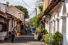 Petite vieille rue confortable dans le fort de Galle de Néerlandais photos stock