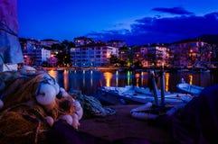 Petite ville sur le bord de la mer Photos libres de droits
