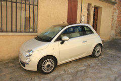 Petite voiture italienne Photos stock