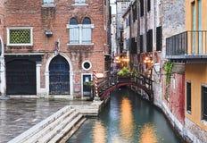 Petites étapes de canal de Venise réglées Images libres de droits