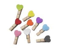 Petites agrafes brunes avec les coeurs colorés Photographie stock libre de droits