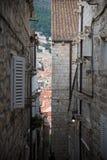 Petites allées dans la ville de Dubrovnik, Croatie photographie stock libre de droits