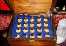 Petites bouteilles d'or dans une boîte Photographie stock