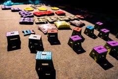 Petites chaises colorées d'enfants photo stock