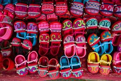 Petites chaussures image stock