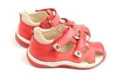 Petites chaussures rouges de gosses. Images stock
