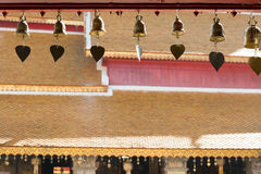 Petites cloches dans le temple Photo stock
