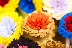 Petites, colorées fleurs de papier photos libres de droits