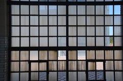 Petites fenêtres avec des throughs de regard Photographie stock libre de droits