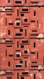 Petites fenêtres dans un mur en béton superficiel par les agents Photographie stock