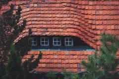 Petites fenêtres de maison d'employé domestique Images stock