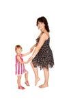 Petites fille et mère. D'isolement sur le blanc Photographie stock