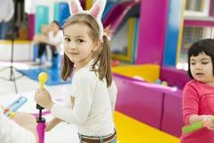 Petites filles dans le jardin d'enfants Photos libres de droits