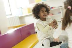 Petites filles dans le jardin d'enfants Photos stock
