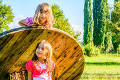 Petites filles heureuses images stock