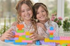 Petites filles jouant des jouets Photographie stock