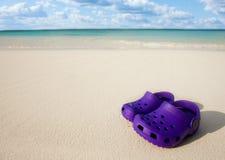 Petites gaines de gosses sur le sable de plage Photos libres de droits