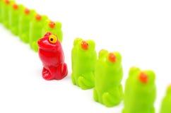 Petites grenouilles en plastique de jouet Image libre de droits