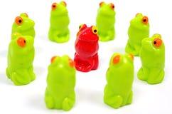 Petites grenouilles en plastique de jouet Photographie stock libre de droits