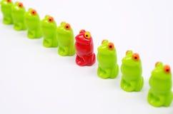 Petites grenouilles en plastique de jouet Photos libres de droits