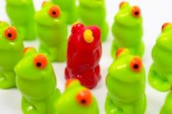 Petites grenouilles en plastique de jouet Image stock