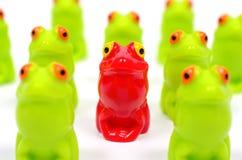 Petites grenouilles en plastique de jouet Images stock