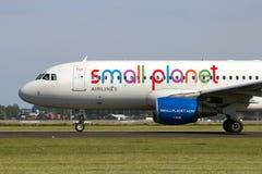 Petites lignes aériennes Airbus de planète Images stock