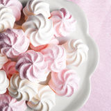 Petites meringues en spirale Photo libre de droits