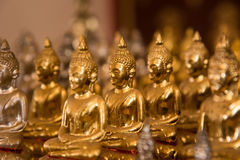 Petites statues de Bouddha dans le temple Thaïlande Photo libre de droits