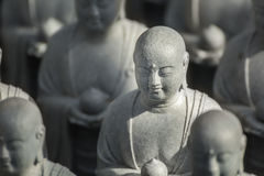 Petites statues de Jizo au temple de Hase-dera à Kamakura Images libres de droits