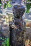 Petites statues de Jizo au temple de Hase-dera à Kamakura Photographie stock libre de droits