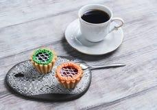 Petites tartelettes de petits fours de gâteaux Photos libres de droits