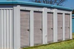 Petites unités de bâtiment de stockage d'individu Photographie stock libre de droits