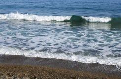 Petites vagues à la plage Photographie stock