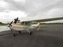 Petits aéronefs d'instruction sur l'aérodrome Images libres de droits