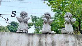 Petits anges perdus et la boussole Images libres de droits