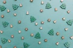 Petits arbres de Noël en bois Images stock