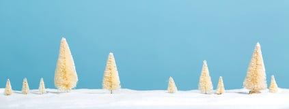 Petits arbres de Noël vert et blanc Photo stock