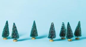 Petits arbres de Noël verts Photo libre de droits