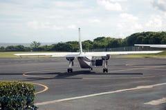 Petits avions de propulseur à l'aéroport au Porto Rico Photo libre de droits