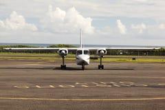 Petits avions de propulseur à l'aéroport au Porto Rico Images stock