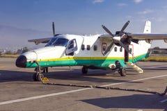 Petits avions de turbopropulseur à l'aéroport Photos libres de droits
