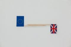 Petits bâtons avec le cric des syndicats et le drapeau de papier d'Union européenne Image libre de droits