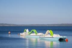 Petits bateaux attendant l'été Images stock