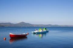 Petits bateaux attendant l'été Image stock