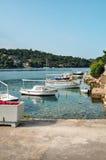 Petits bateaux dans la baie de marina Images libres de droits